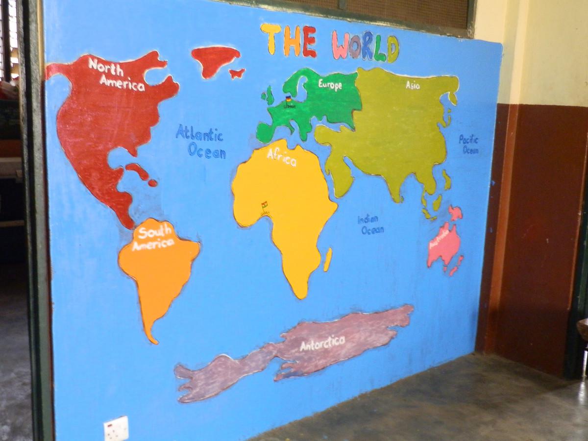 Die Welt wie unsere Kidz sie sehen - Globus auf Wand gemalt