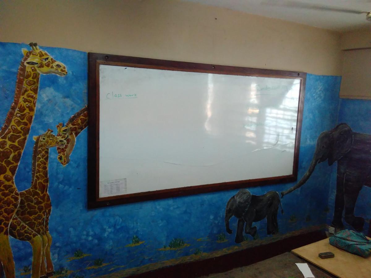 Auch der zweite Klassenraum musste bemalt werden. Die Kids bestanden drauf.