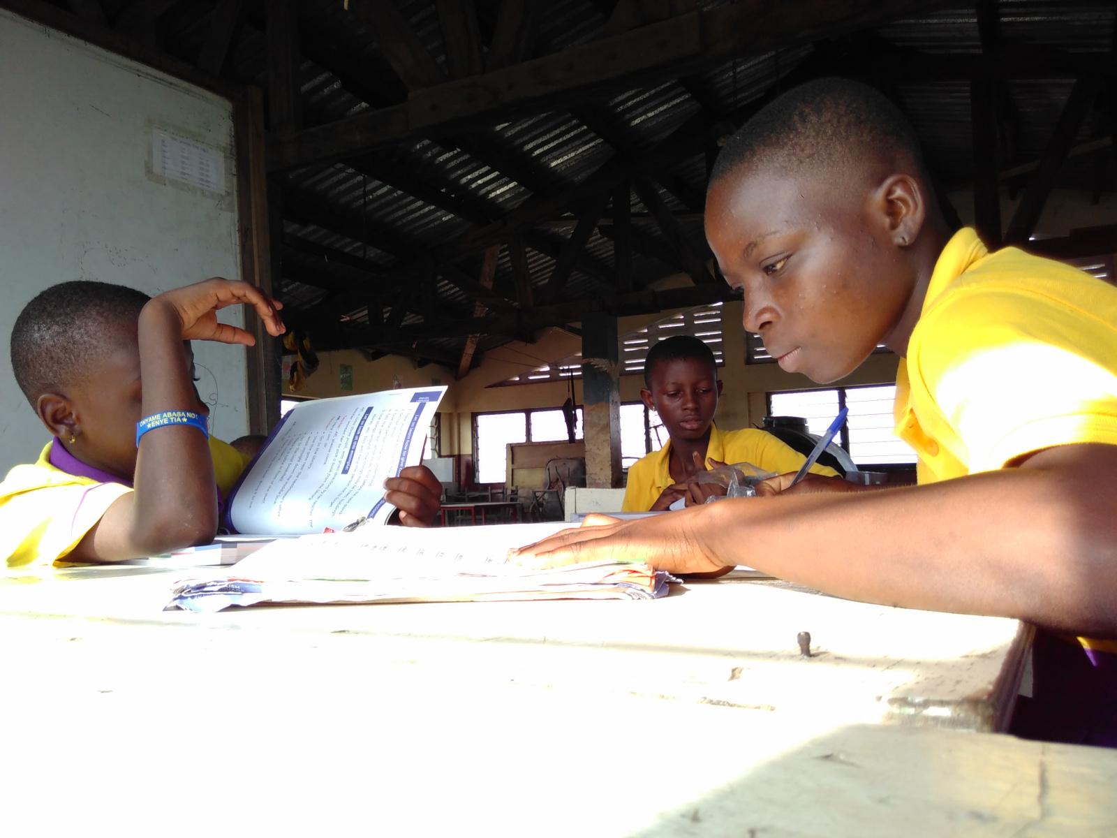 Klasse 3 und 4 bei den Hausaufgaben, dass macht mal mehr mal weniger viel Spaß