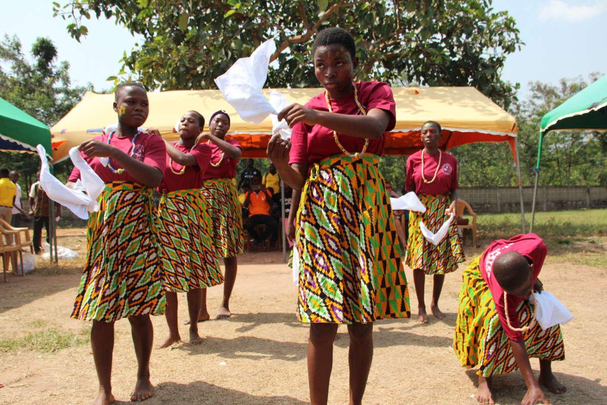 Ein traditioneller Tanz eröffnete die Feier.
