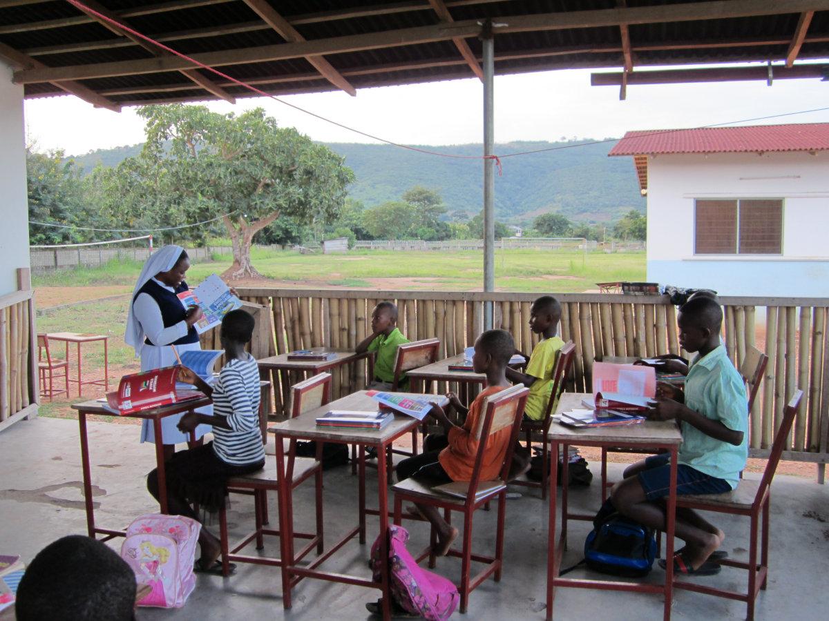 Klasse 4 bei den Hausaufgaben