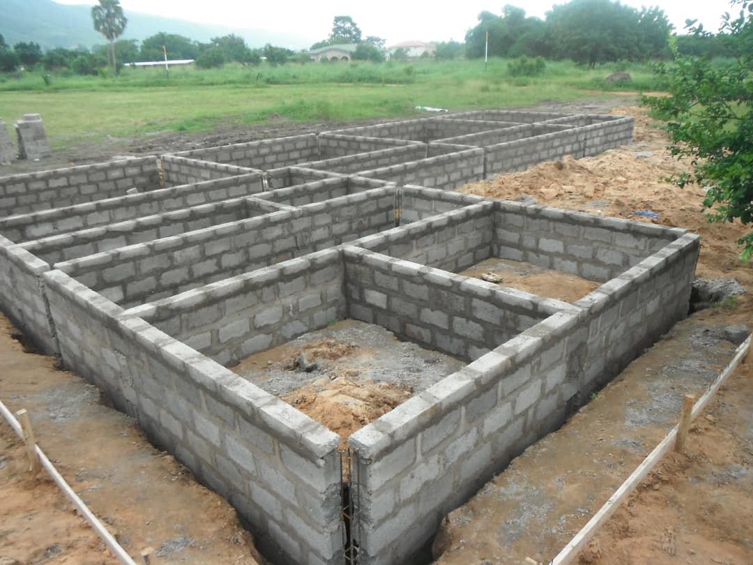 Erweiterung 2020/21 - Die Fundamente werden gebaut