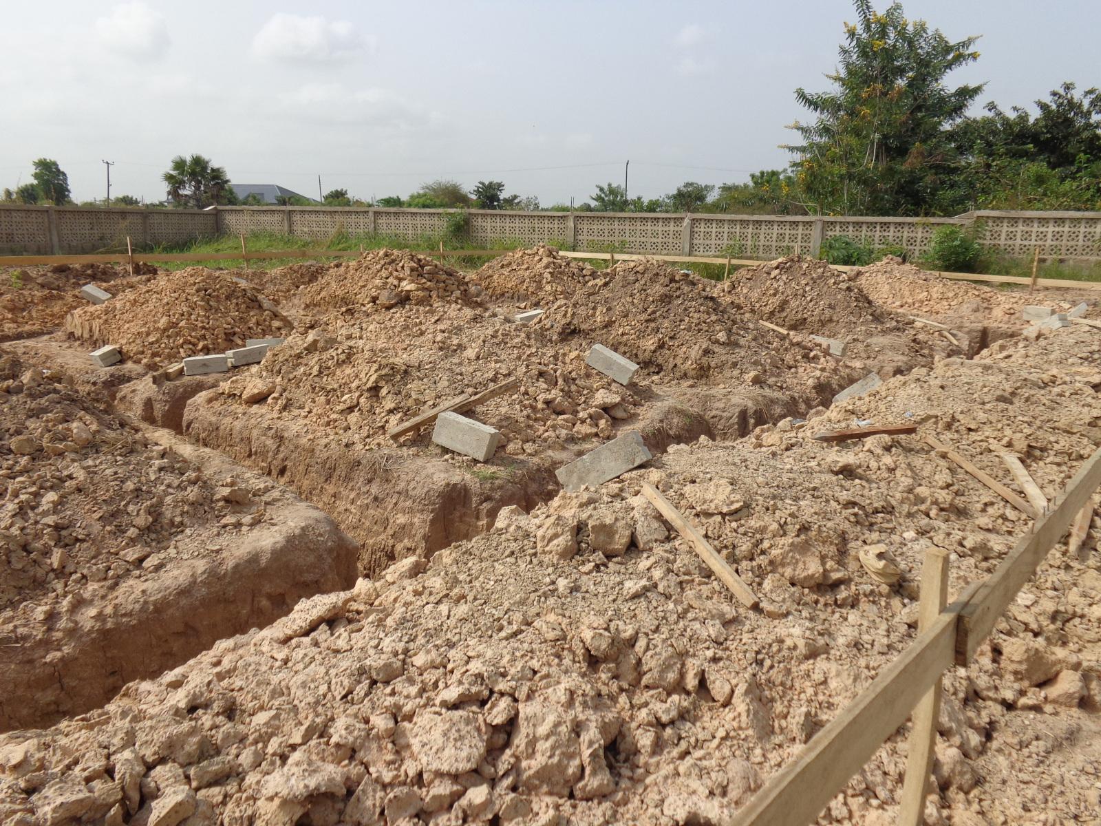 Erster Ausbau 2013 - Die ersten Gebäude werden auf dem großen Gelände gebaut