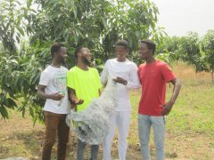 Ibrahim, Senyo, Issah, Richard (older beneficiaries) am Weihnachtsprogramm