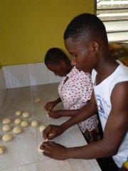 Selbst gebackenes Brot schmeckt am Besten und so wird im WEM jede Woche fleißig gebacken.
